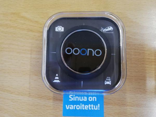 OOONO<br /> <br /> Hälytykset nopeusvalvonnasta ja vaarallisista liikennetilanteista.<br /> <br /> Ei vaadi tilausta, täysin ilmainen käyttää.<br /> <br /> Liitetään Bluetooth yhteyden kautta iPhone tai Android puhelimeen.<br /> <br /> Täysin laillinen käyttää.